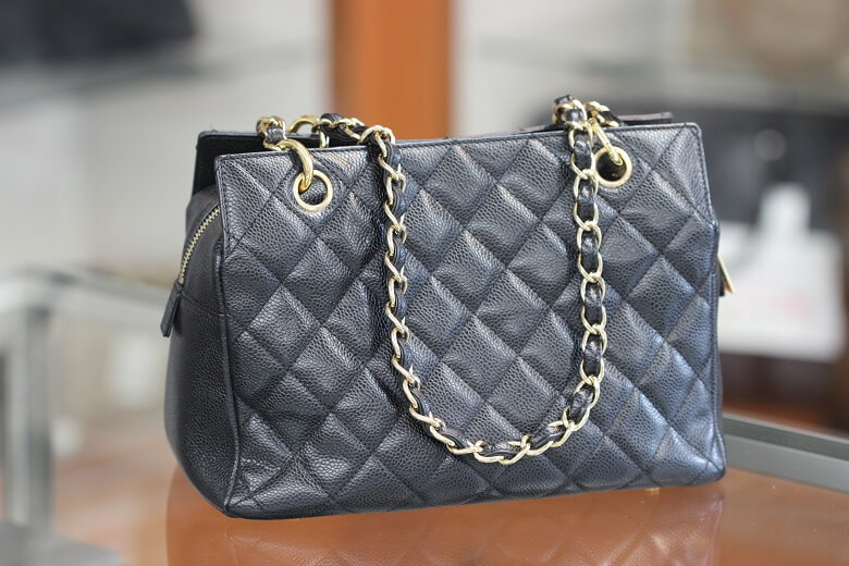 chanel-a18004-back