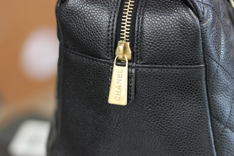 chanel-a18004-side