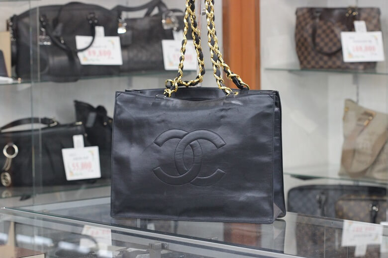 chanel-chainbag